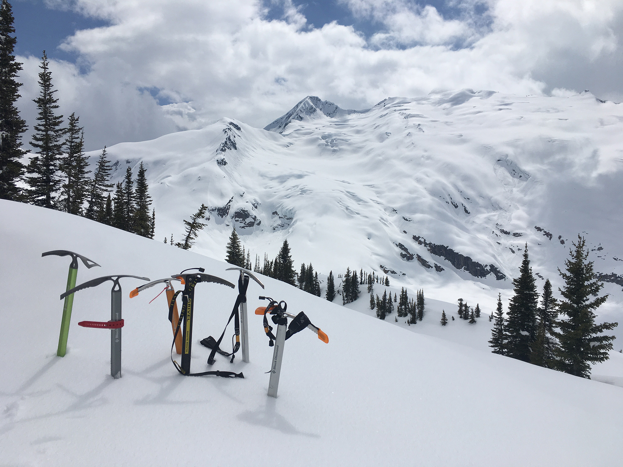 skis on moutain